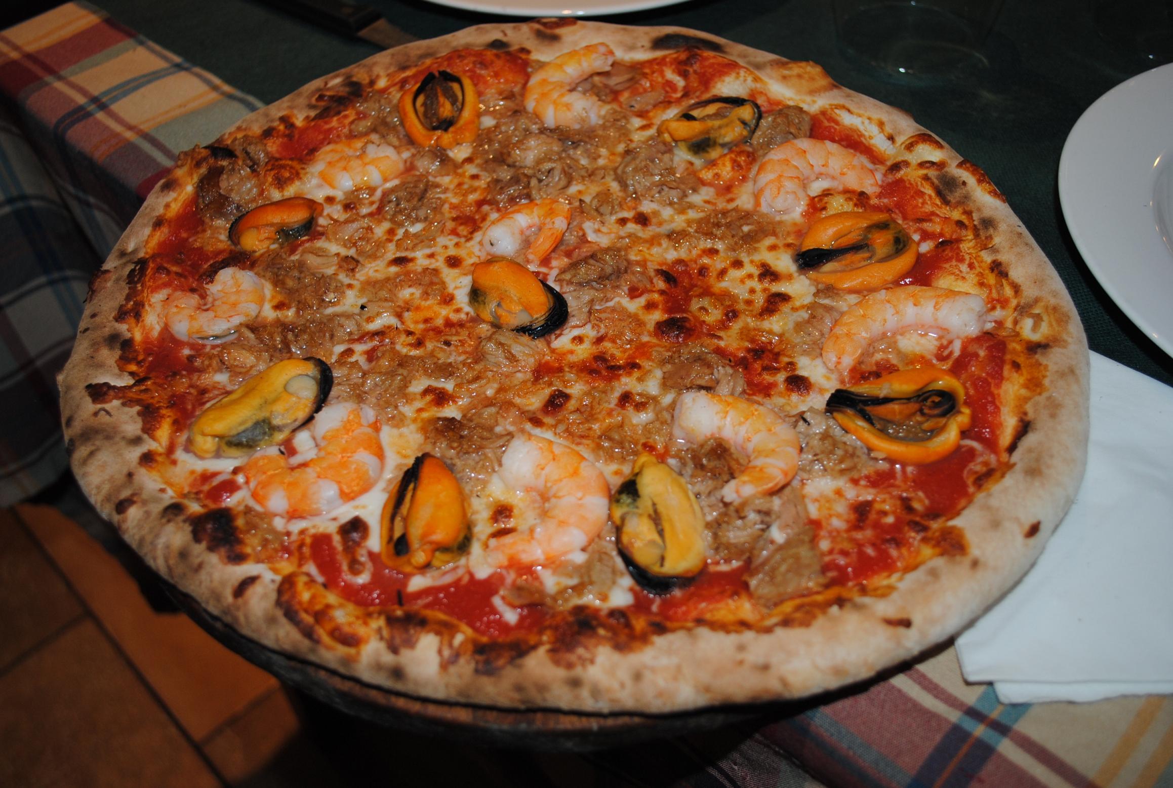 Pizzadimare red complicidad gastron mica - Como hacer pizza en horno de lena ...