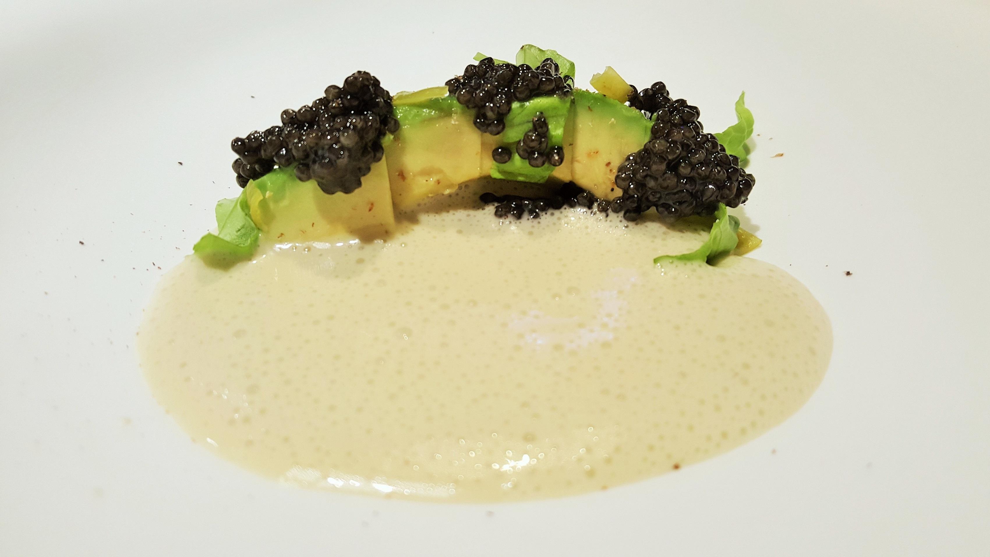Aguacate,caviar y lechuga La Casona del Judio