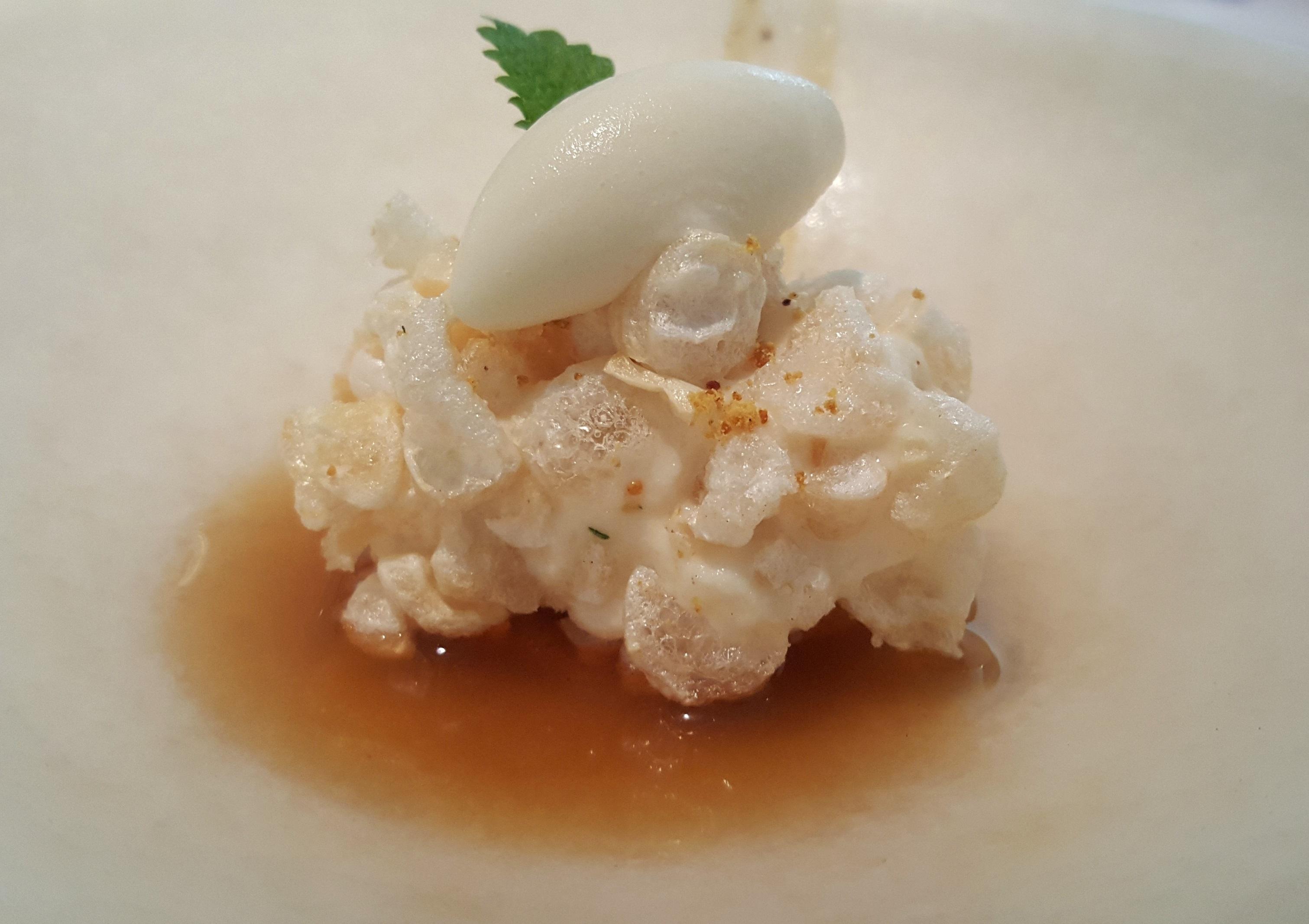 helado de manteca de cerdo con cortezas, miel y limón El Portal de Echaurren