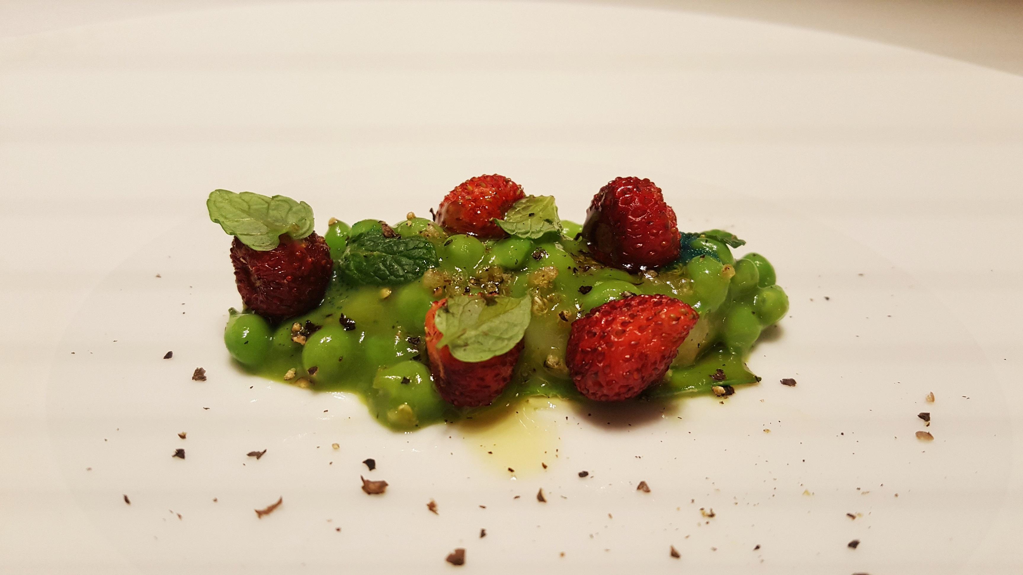 Quisquillas, guisantes y fresas Ricard Camarena