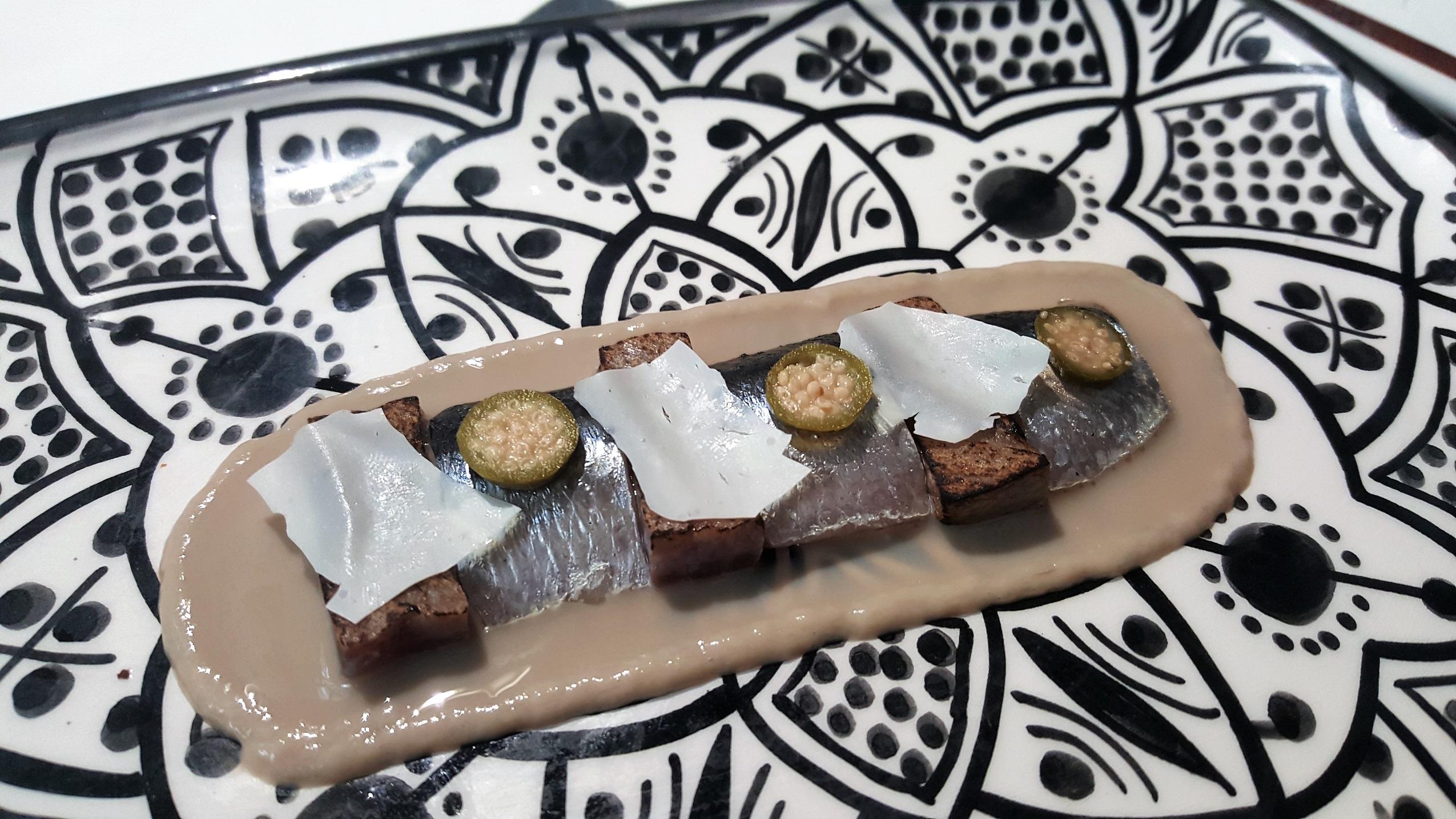 Sardina, anchoas, presa ibérica y yogur Noor