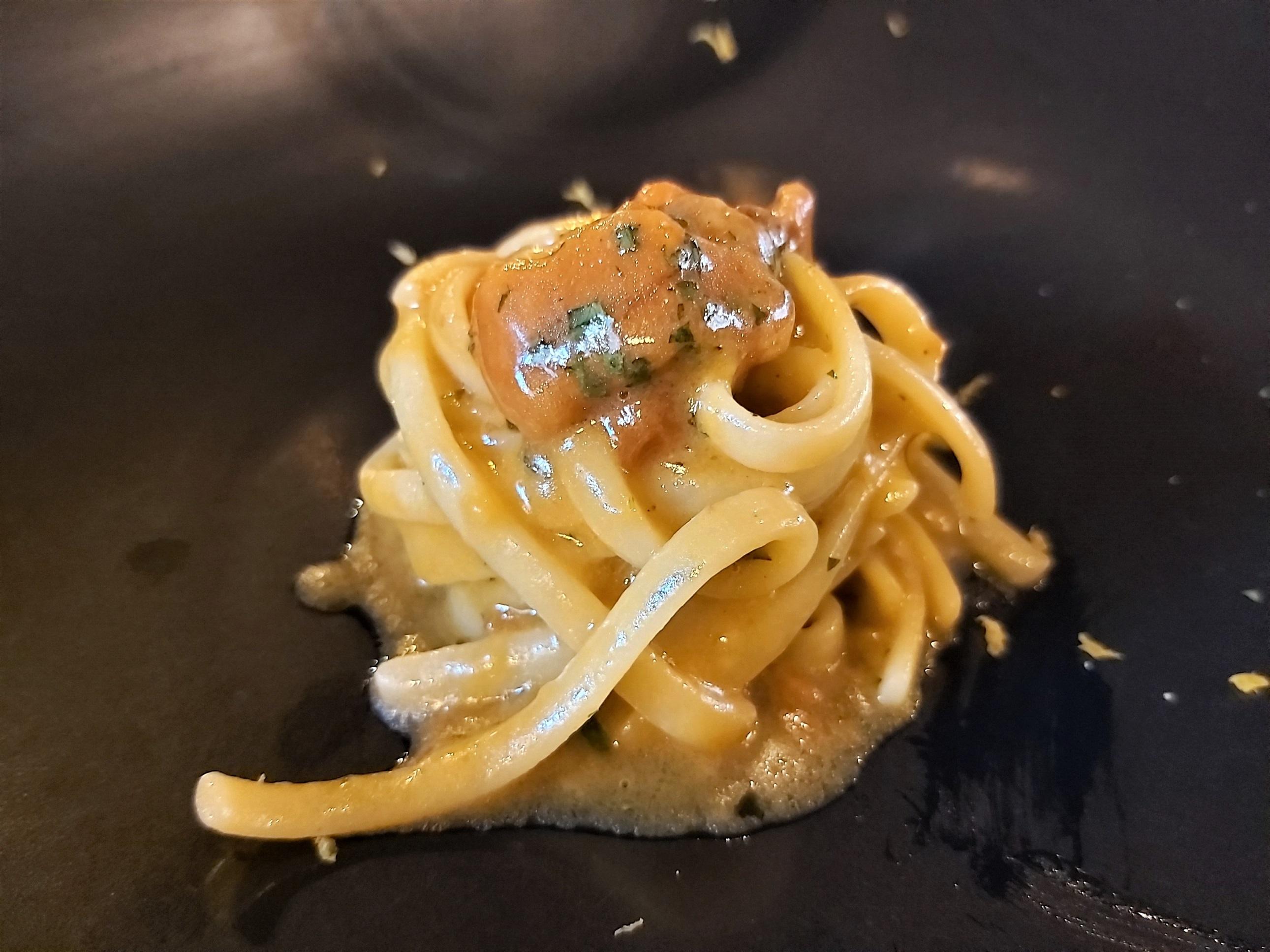 Spaghetti con erizos de mar La Piperna