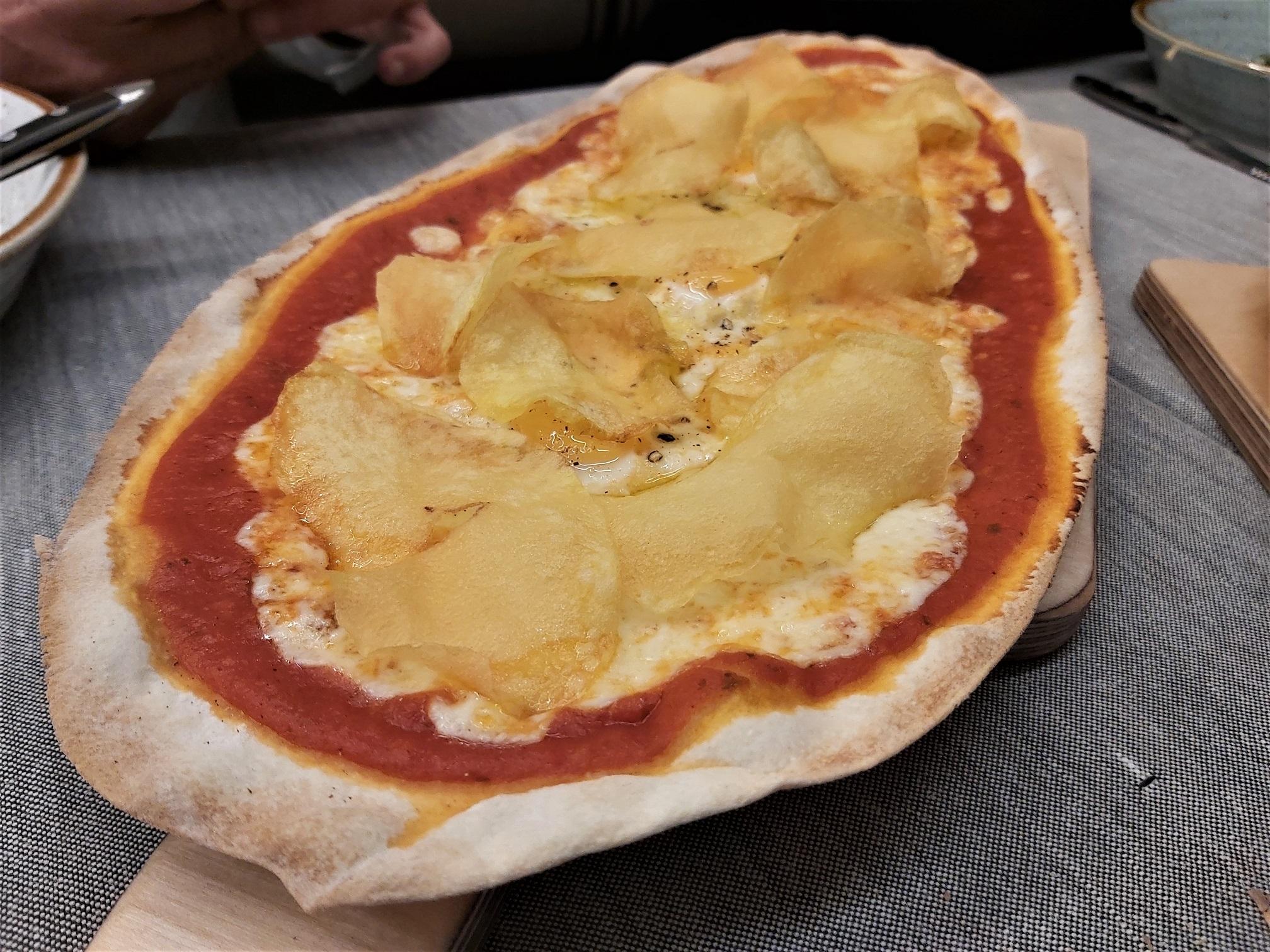 Pizza de patatas y huevos de codorniz Manzoni
